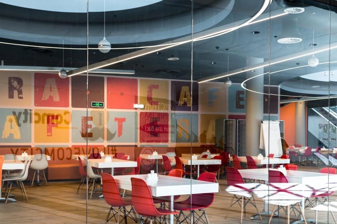 интерьер корпоративного ресторана «CAFETERA» для «Compass Group». АртДеп – 02